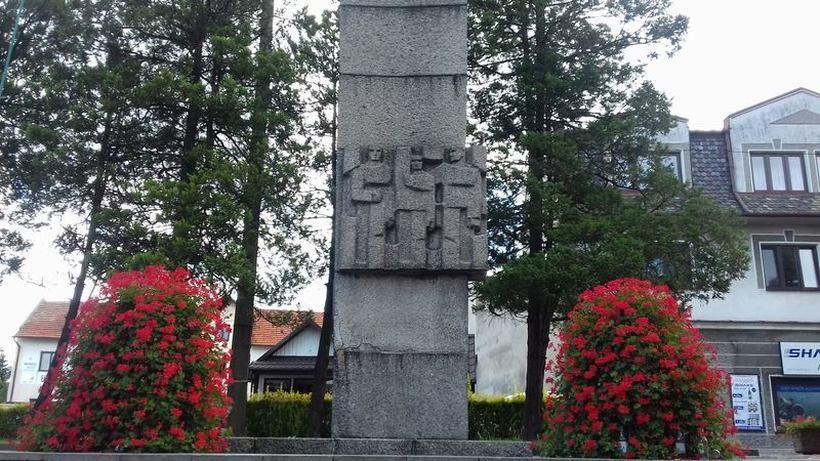 Pomnik z czasów PRL ma zniknąć z rynku