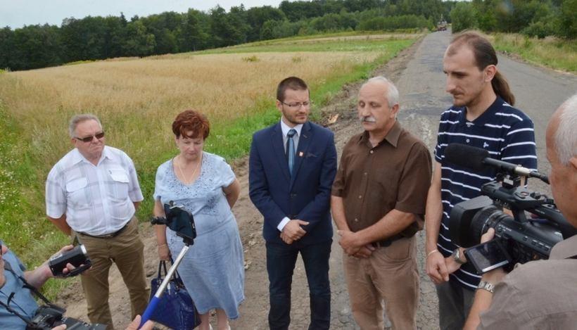 W piątek starosta Bartosz Kaliński ogłosił, że droga na Ryczów zostanie kompleksowo przebudowana