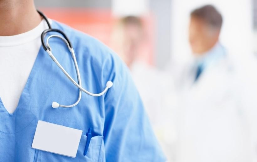 Lekarze pracują za dużo? To wina szpitali i przychodni, które zezwalają na takie praktyki