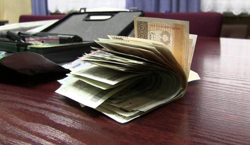 W mieszkaniu Dawida Ś. policja znalazła pieniądze z haraczu od kobiet