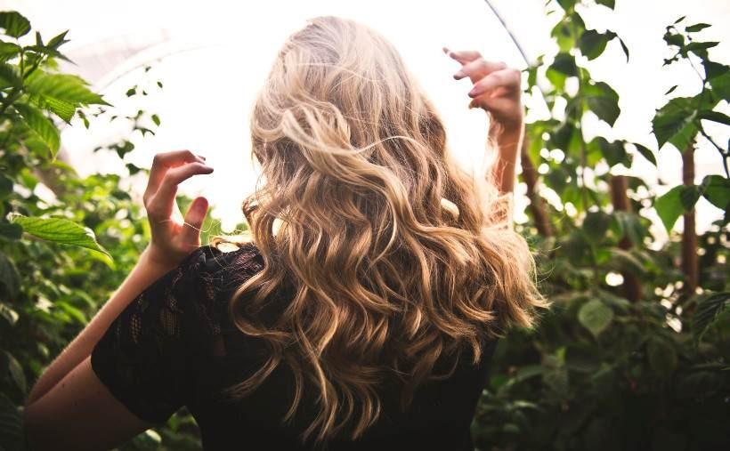 Olejowanie włosów – poznaj sekret pięknej fryzury