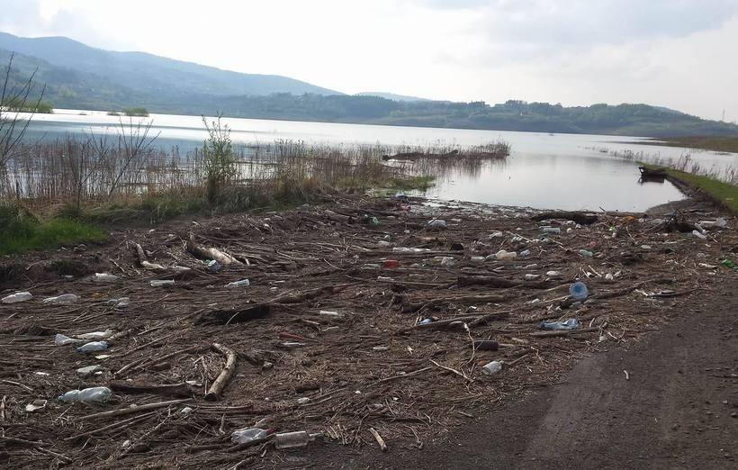 Hałda śmieci zagraża mieszkańcom Dąbrówki? Radny interweniuje