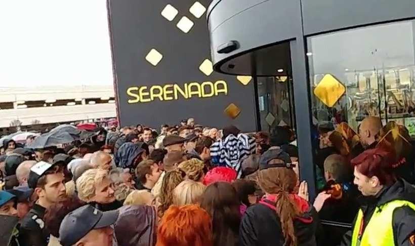 Dantejskie sceny przy otwarciu centrum handlowego w Krakowie