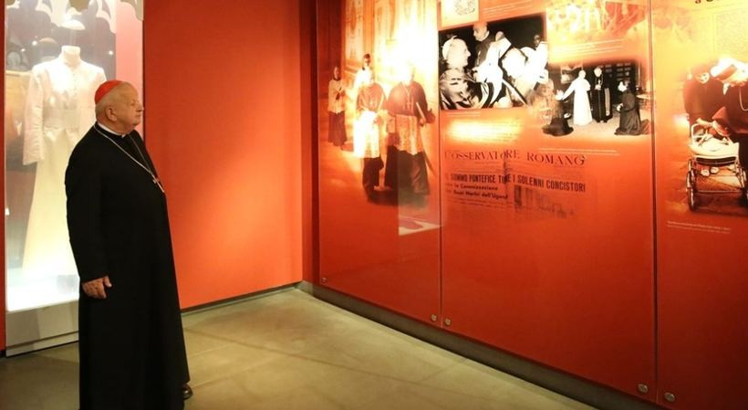 Kardynał Stanisław Dziwisz w muzeum Jana Pawła II. Co tutaj robił?
