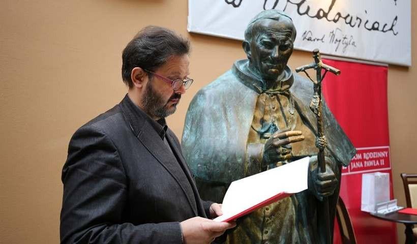 Karol Badyna przekazał muzeum swoją rzeźbę