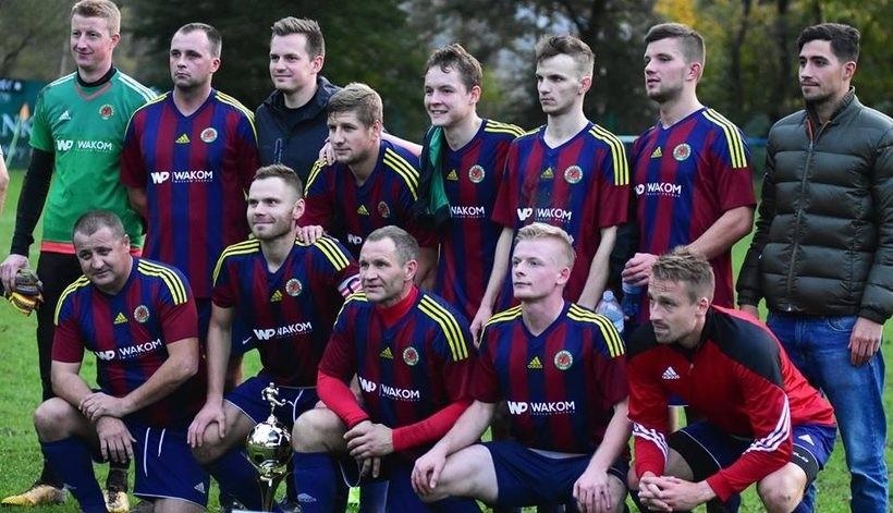 Orzeł Ryczów awansował na 8. miejsce w IV lidze i jest obecnie najlepsza drużyna seniorską powiatu wadowickiego