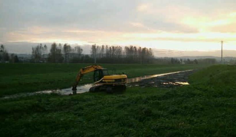 Potok Półwiejski w Łączanach często nie spełniał swojej roli