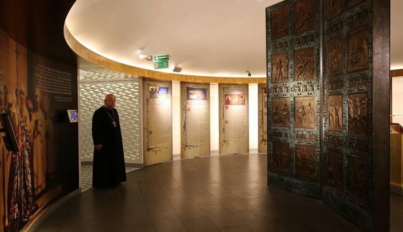 JE kard. Stanisław Dziwisz w papieskim muzeum