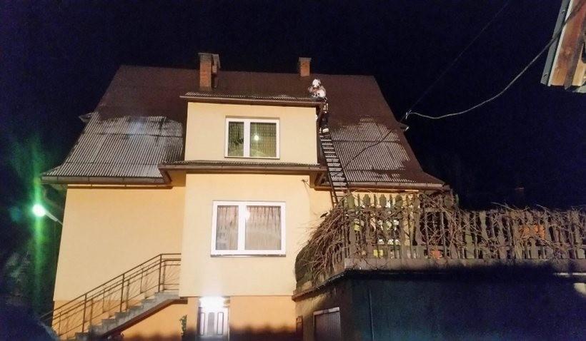 W powiecie suskim silny wiatr zrywał dachy