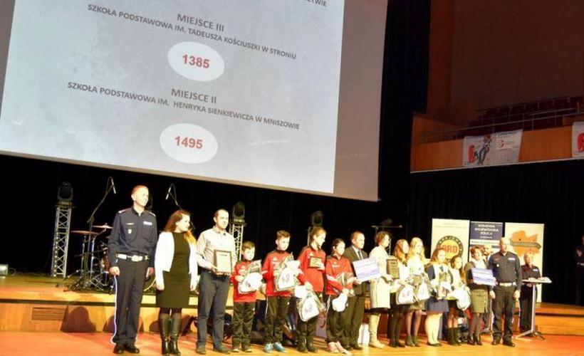 Dzieciaki z podstawówki w Stroniu odebrały nagrodę