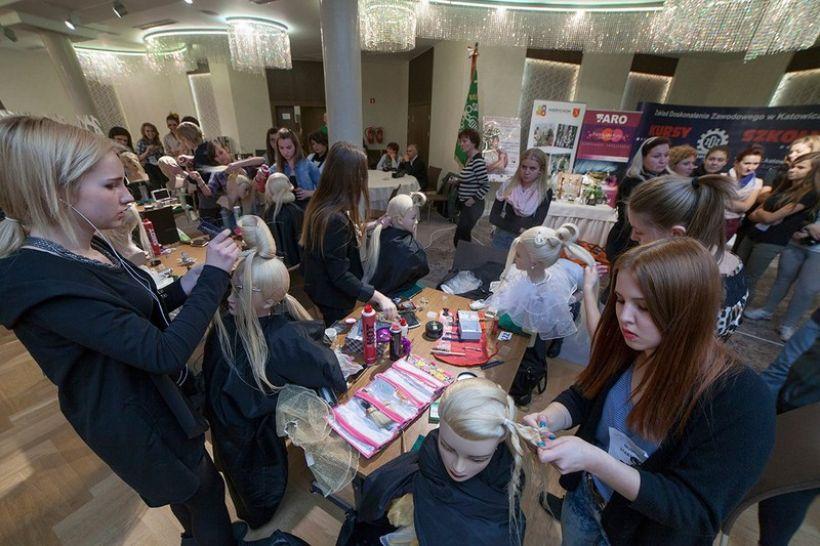 Międzynarodowy turniiej fryzjerów w Czarnym Groniu