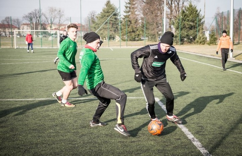 Derby noworoczne w Wadowicach! Piłkarze Skawy i Iskry znów będą kopać na Orliku