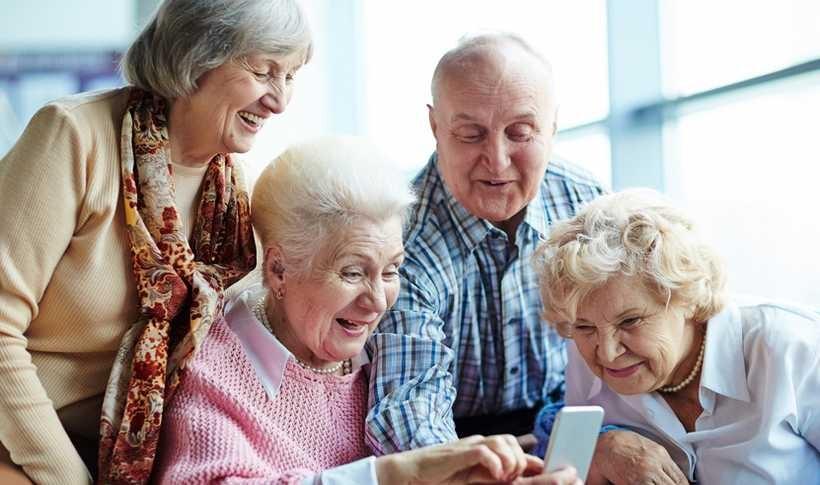 Jak się żyje polskim babciom i dziadkom? GUS już wie