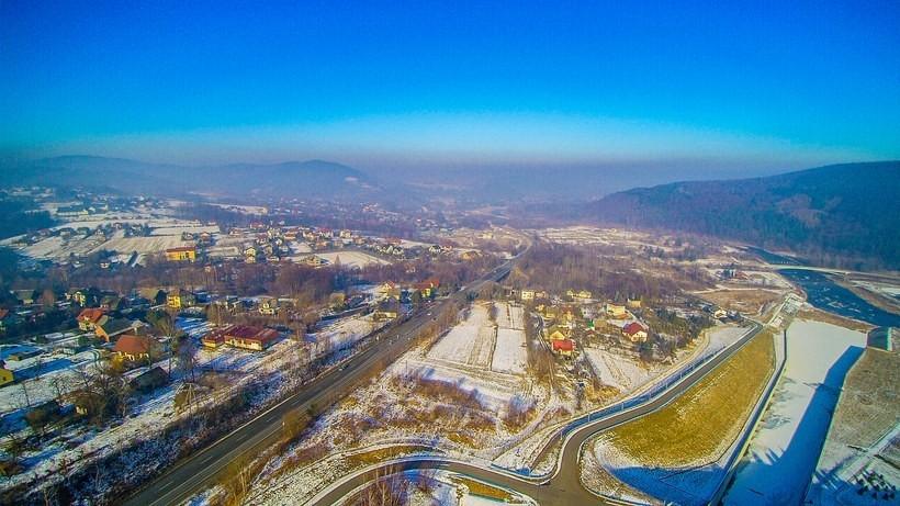 Smog nad Wadowicami. Zdjęcie z drona