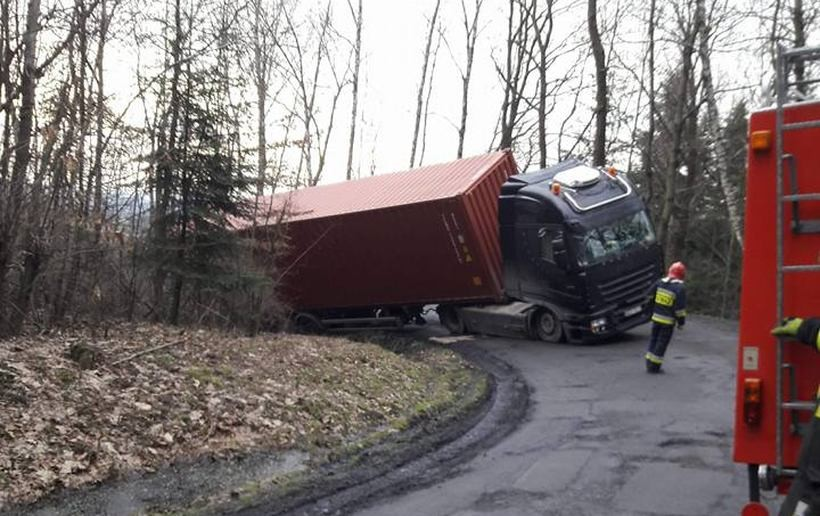 Droga w Landkoronie zablokowna przez cieżarówkę