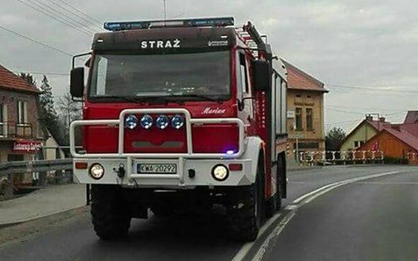 Strażacy musieli posprzątać po nieuważnym kierowcy ciężarówki/ Ilustracja