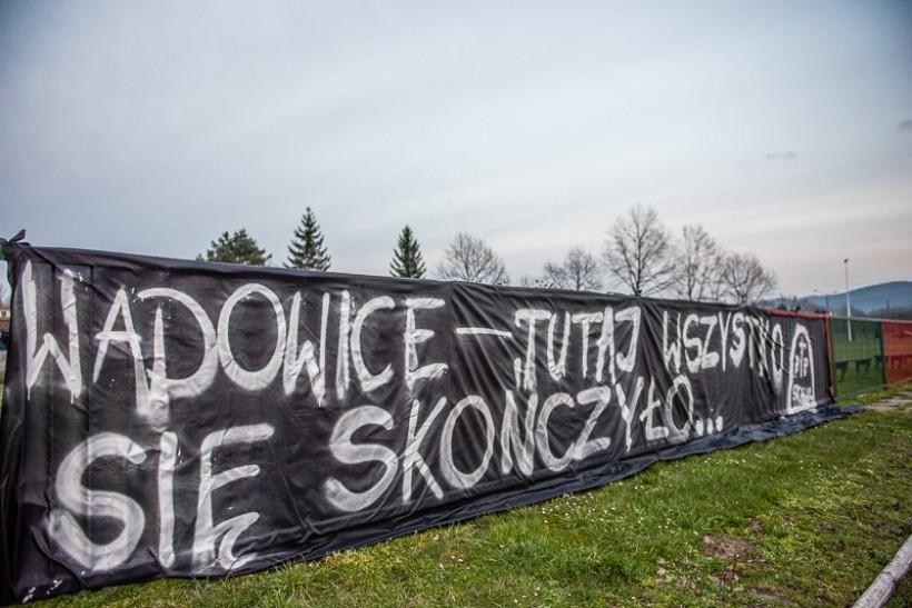 Stadion MKS Skawy Wadowice to teren klubu. Bez wiedzy i zgody klubu nie da się niczego tutaj postawić