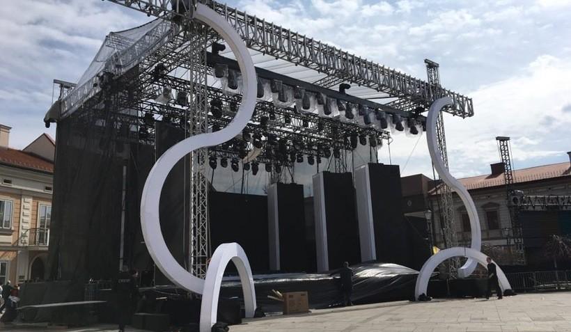 Scena koncertowa stoi już na rynku w Wadowicach