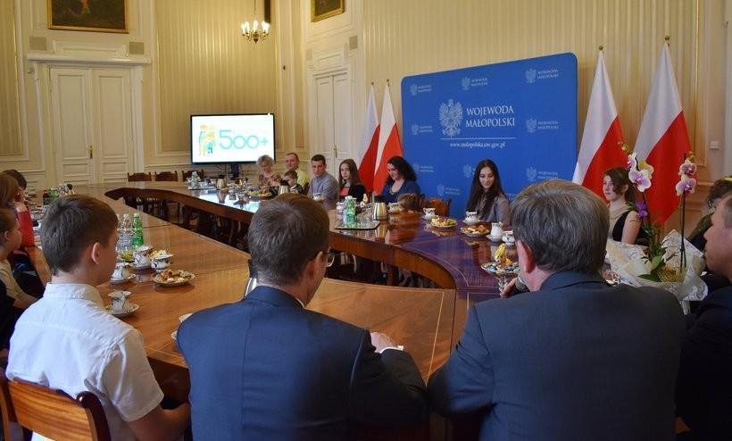 W Urzędzie Wojewódzkim w Krakowie podsumowano dwa lata funkcjonowania rządowego programu 500 Plus