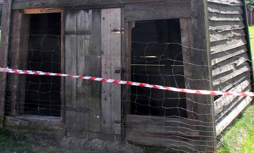 Zabytkowa dzwonnica w Roczynach zniszczona
