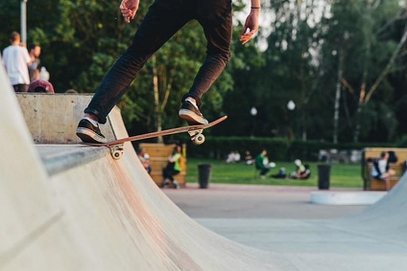 Młodzi sportowcy z Kalwarii widzą światełko w tunelu. Miasto rozpisało przetarg na skatepark!