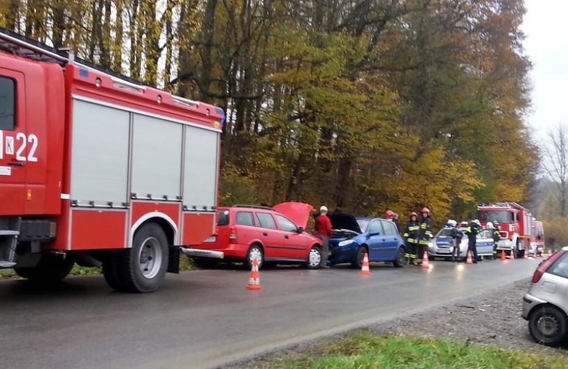 W Witanowicach zderzyły się dwa auta. cztery osoby trafiły do szpitala