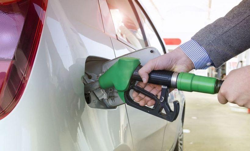 """Co się dzieje z cenami paliw na stacjach? Winna """"premia strachu"""""""