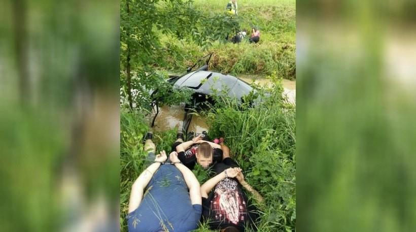 """Policjanci wykonali z tego wypadku niemal """"symboliczne zdjęcie"""". Oby ci młodzi ludzie i ich naśladowcy, zapamiętali ten obrazek na długo"""
