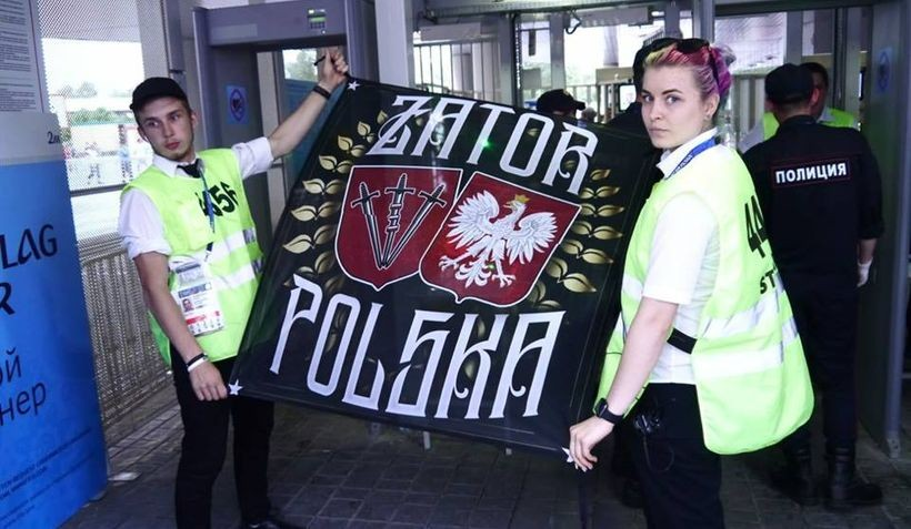 Flaga, o której mowa została wcześniej zatwierdzona przez przedstawicieli FIFA przy wejściu na stadion