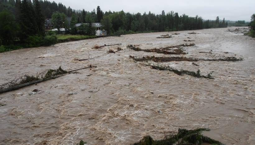 Górskie rzeki są bardzo neibezpieczne w tych dniach