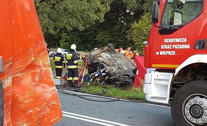 Śmiertelny wypadek w Gierałtowicach. Nie żyje 22-latek, który zderzył się z ciężarówką