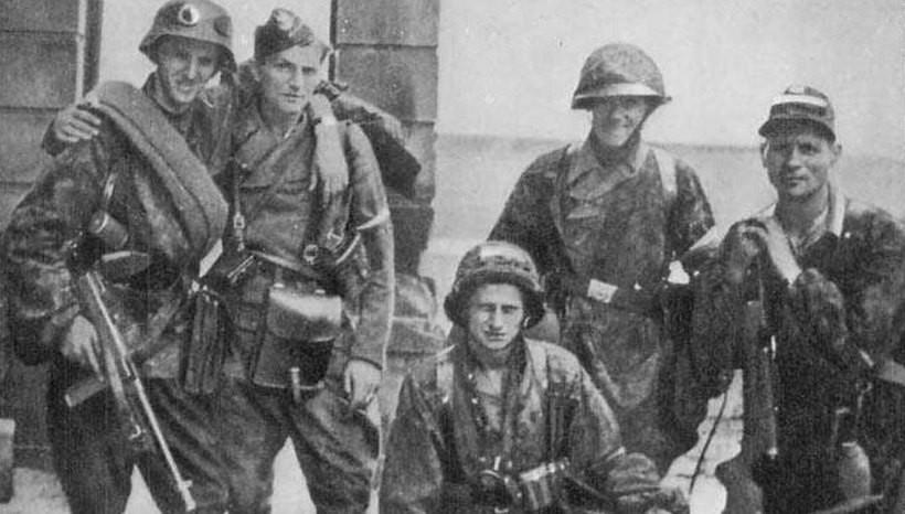Żołnierze Armii Krajowej w czasie Powstania Warszawskiego