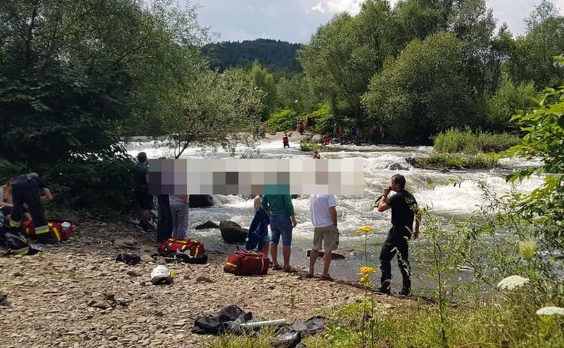 Strazacy wyławiali kajakarzy z niebezpiecznej rzeki