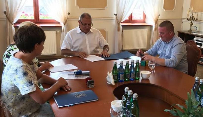 We wtorek w Urzędzie Miejskim podpisano umowę na wybudowanie pierwszego bloku