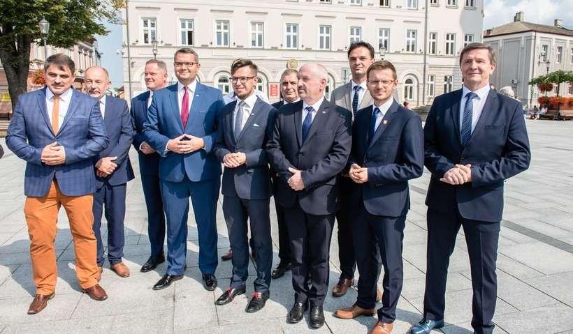 PiS zaprezentowało kandydatów na wójtów i burmistrzów