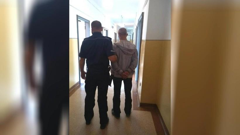 Rozbój w Wadowicach! Pobili człowieka na ulicy, zabrali mu zegarek i flaszkę wódki
