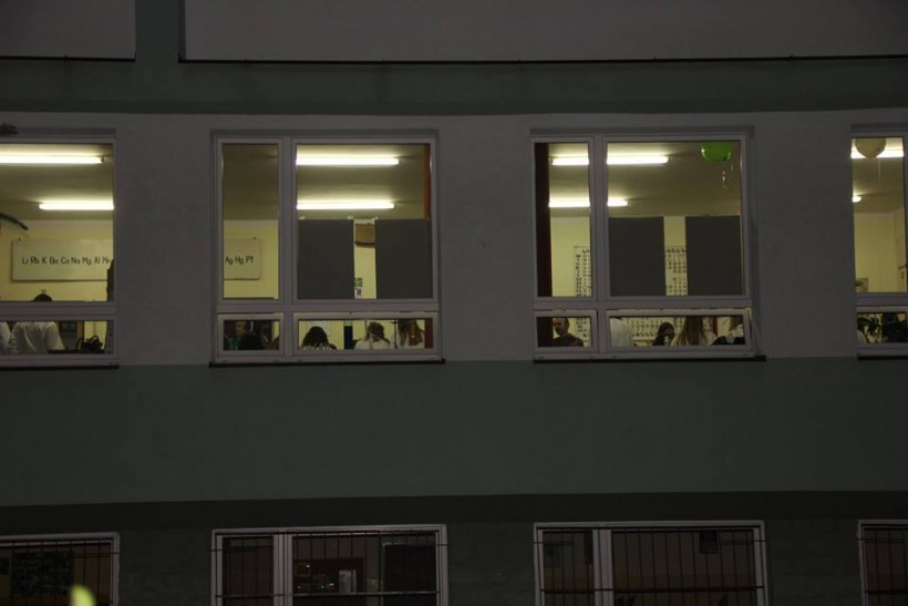 Andrychowska szkoła zadowolona! W nocy na lekcje w liceum stawił się tłum ludzi