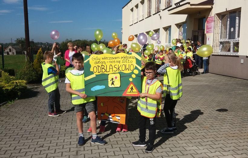 Dziecie ze Sp w Leńczach promowały odblaski
