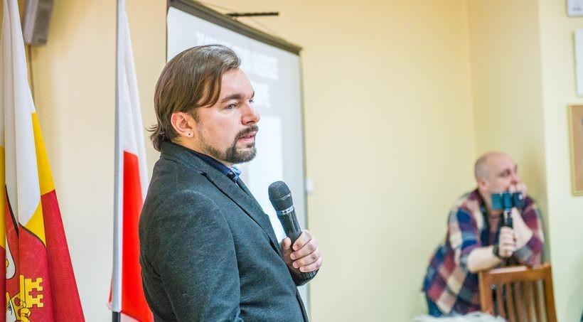 W marcu tego roku burmistrz Klinowski przekonywał radnych powiatu, że zakaz palenia węglem uratuje wadowice przed smogiem