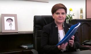 Beata Szydło i niebieska teczka