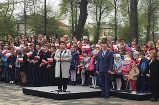 Beata Szydło w Ryczowie. Razem z mieszkańcami świętowała Dzień Flagi