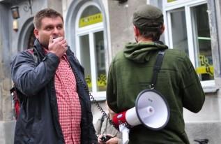 """Bloger przypomina, że przed wyborami to właśnie Klinowski chodził po mieście z ulotką o tym, że """"Wadowice padły łupem złodzieja"""""""