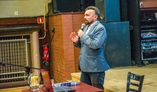 Burmistrz Wadowic uważa, że gminą może kierować jak celebryta