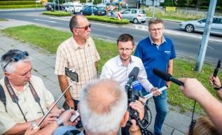 Działalności Bartosza Kalińskiego ostatnio towarzyszy duże zainteresowanie mediów. Sam  Klinowski widzi w nim konkurenta w wyborach na burmistrza.