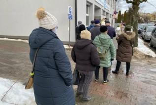 """Burmistrz Wadowic o bałaganie ze szczepieniami seniorów: """"Nie takiego prezentu spodziewali się..."""""""