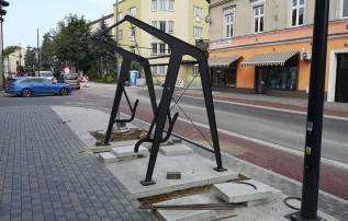 Coś nowego w Wadowicach. Czy huśtawki uliczne spodobają się mieszkańcom?