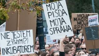 Czarny poniedziałek w Wadowicach. Kobiety zwołują się na protest, Kościół będzie się modlił
