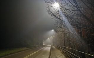Ulica Krakowska w Witanowicach oświetlona nowoczesnymi lampami