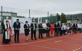 Duża uroczystość w Zakrzowie. Oddano tutaj do użytku nowe boisko