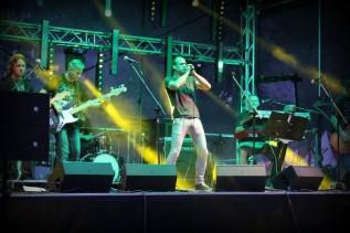 Paweł Kukiz podczas koncertu w Zatorze